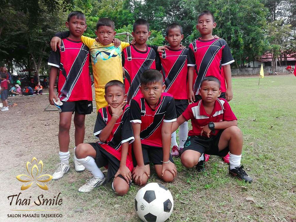 Działalność charytatywna Thai Smile 2018.09 Lokalna drużyna piłki nożnej w Tajlandii 01